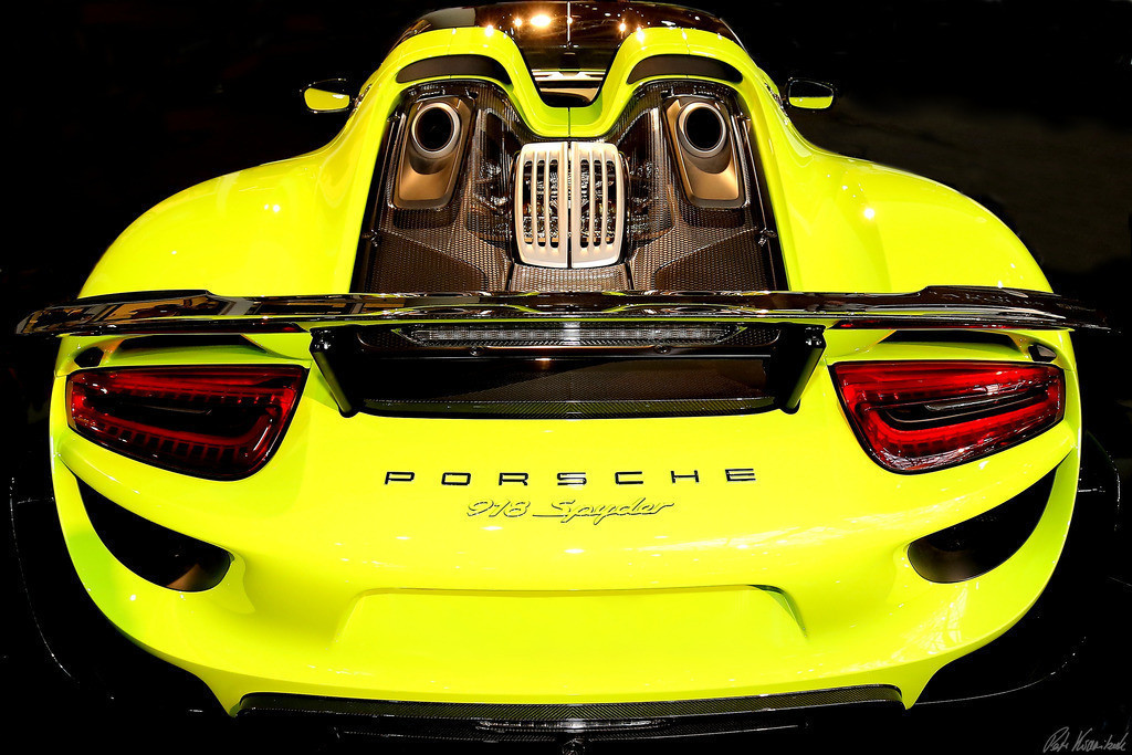 Porsche 918 Spyder yellow | Photo of a yellow Porsche 918 Spyder