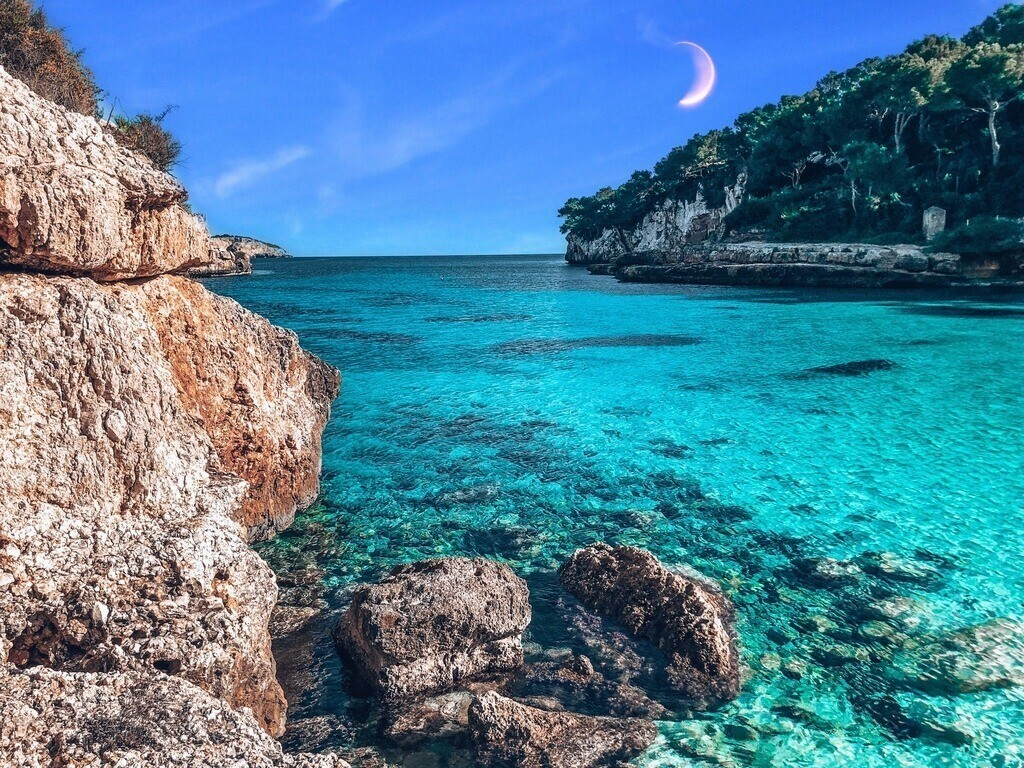 Mallorca - Cala Llomards  | Blick auf die Bucht mit türkisfarbenem Wasser
