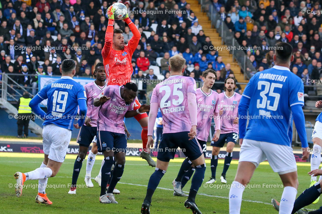 191221svdvshsv_0612 | 21.12.2019 Fussball 2.Bundesliga, SV Darmstadt 98-Hamburger SV emspor, despor  v.l.,  Goalkeeper, Torwart Daniel Heuer Fernandes (Hamburger SV) in Aktion    (DFL/DFB REGULATIONS PROHIBIT ANY USE OF PHOTOGRAPHS as IMAGE SEQUENCES and/or QUASI-VIDEO)