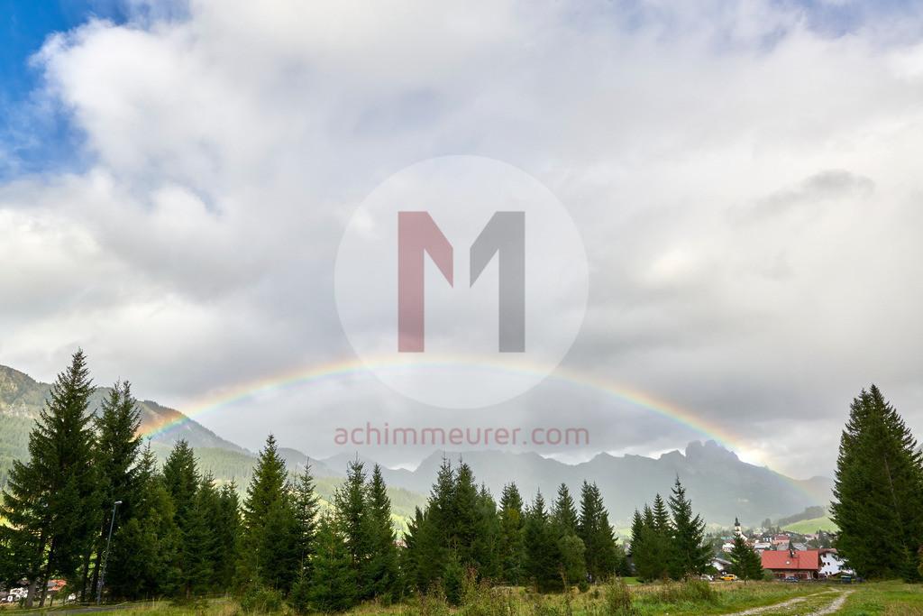 Regenbogen im Tannheimertal, Tirol, Österreich