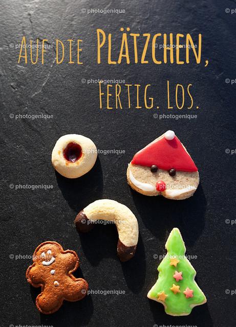 Weihnachtskarte Auf die Plätzchen fertig los | Weihnachtskarte mit verschiedenen Weihnachtsplätzchen und dem Text Auf die Plätzchen fertig los