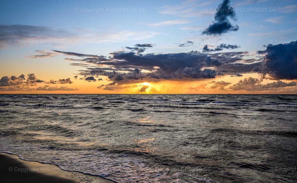 Abendstimmung auf dem Darß   02.09.2019, eine schöne Abendstimmung bei Sonnenuntergang am Ostseestrand von Dierhagen auf Fischland-Darß-Zingst.