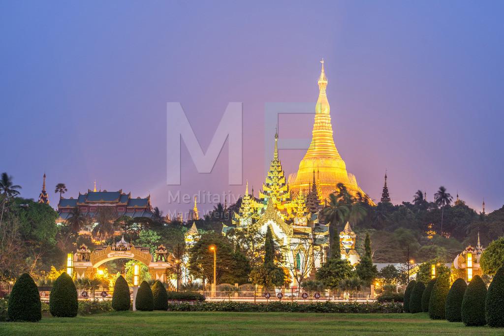 MW0115-3625 | Myanmar | Die Shwedagon-Pagode ist das wichtigste Heiligtum des Landes.