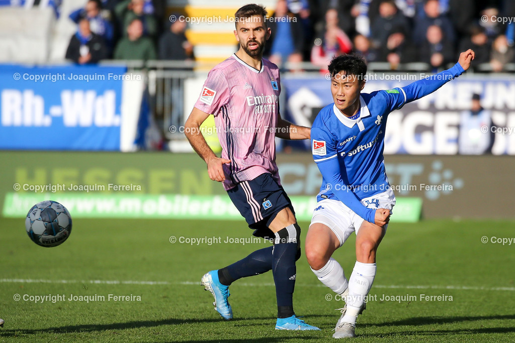 191221svdvshsv_0511 | 21.12.2019 Fussball 2.Bundesliga, SV Darmstadt 98-Hamburger SV emspor, despor  v.l.,  Lukas Hinterseer (Hamburger SV), Seung-ho Paik (SV Darmstadt 98), Zweikampf, Action, Aktion, Battles for the Ball    (DFL/DFB REGULATIONS PROHIBIT ANY USE OF PHOTOGRAPHS as IMAGE SEQUENCES and/or QUASI-VIDEO)