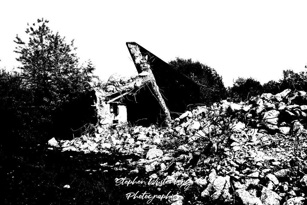 DSC00688_LostPlaces_SembachShelterInside_9   Verfremdete Schwarzweiss-Aufnahmen eines Flugzeugbunkers (Shelter) auf dem Gelände des ehemaligen Militärflugplatzes Sembach Air Base. Bearbeitet wurden die Bilder mit GIMP.