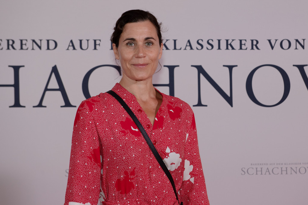 Premiere: Schachnovelle   Nina kunzendorf