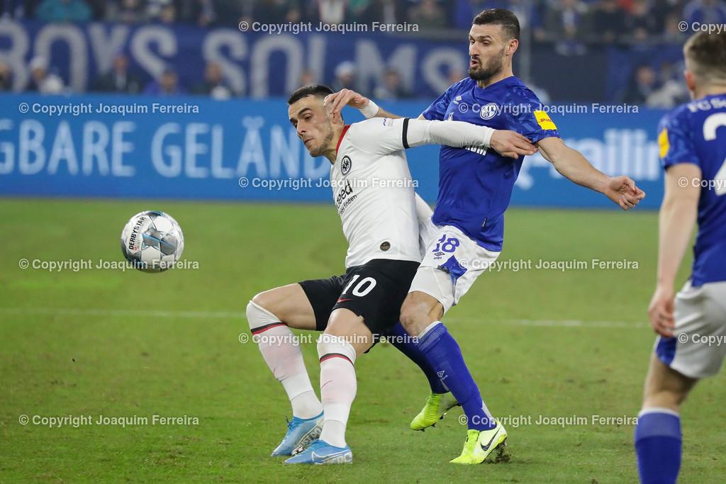 191215_schvssge_0063 | 15.12.2019 Fussball 1.Bundesliga, FC Schalke 04 - Eintracht Frankfurt  emspor  v.l.,  Filip Kostic  (Eintracht Frankfurt), Daniel Caligiuri (FC Schalke 04),Zweikampf, Action, Aktion, Battles for the Ball    (DFL/DFB REGULATIONS PROHIBIT ANY USE OF PHOTOGRAPHS as IMAGE SEQUENCES and/or QUASI-VIDEO)
