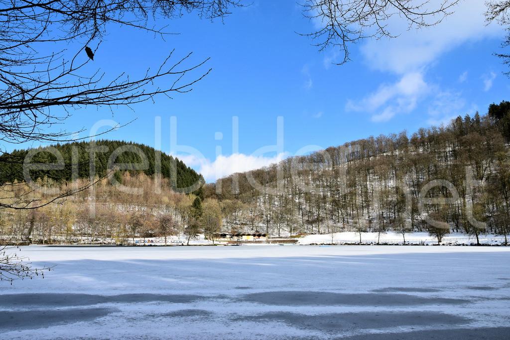 Winter am Gemünder Maar in der VulkaneifelEifel | Winterlandschaft am Gemünderner Maar in der Eifel