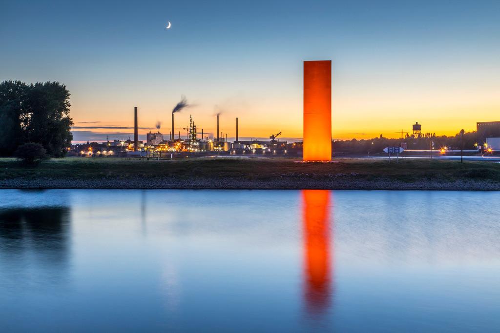 JT-161004-019 | Duisburg, Rheinorange, Skulptur, Rheinorange ist der Name einer 1992 in Duisburg-Kaßlerfeld errichteten Skulptur an der Mündung der Ruhr in den Rhein