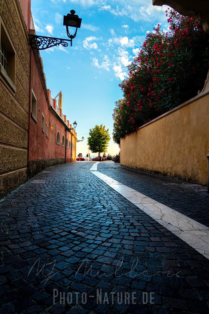 Die Linie   Eine schöne italienische Straße an den See