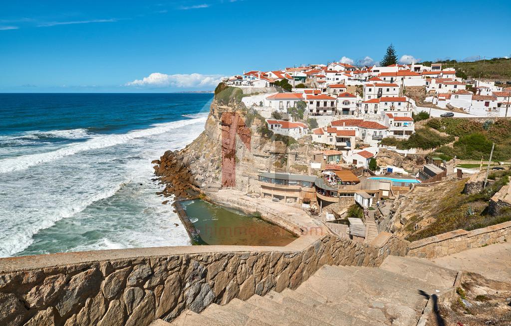Das malerische Dorf Azenhas do Mar an der Westküste in Portugal