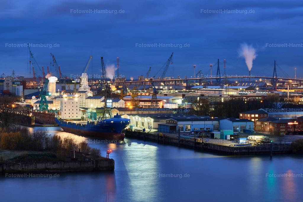 12042401 - Steinwerder zur blauen Stunde | Blick über den Hamburger Hafen bis zur Köhlbrandbrücke