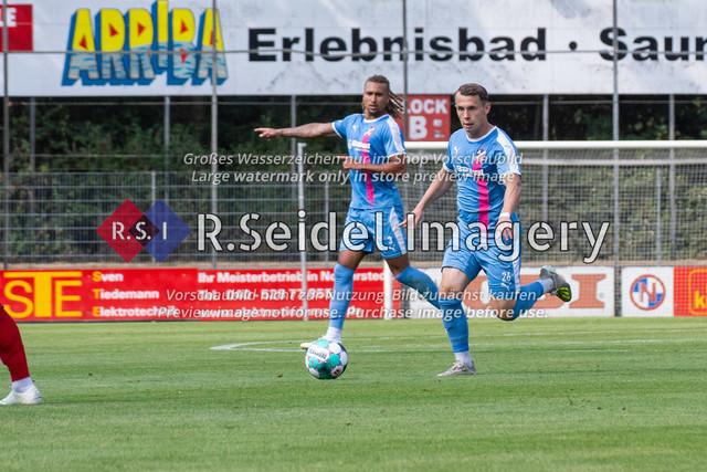 Fußball, Herren, LOTTO-Pokal Halbfinale, FC Eintracht Norderstedt - Altona 93, Edmund-Plambeck-Stadion, 16.08.2020   Niklas Siebert (#26, AFC, Linkes Mittelfeld)