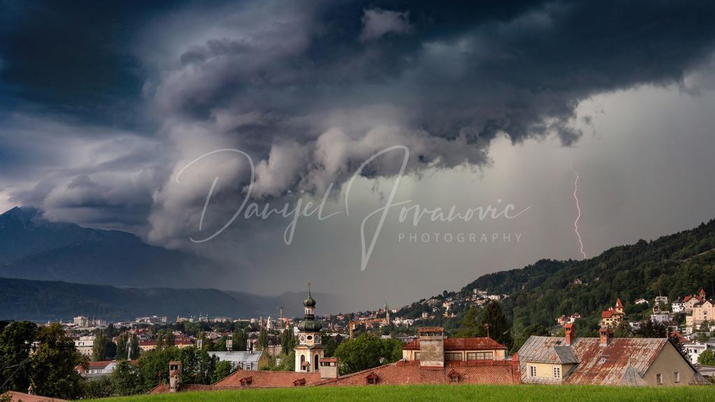 Gewitterzelle | Stark strukturierte Gewitterzelle über Innsbruck