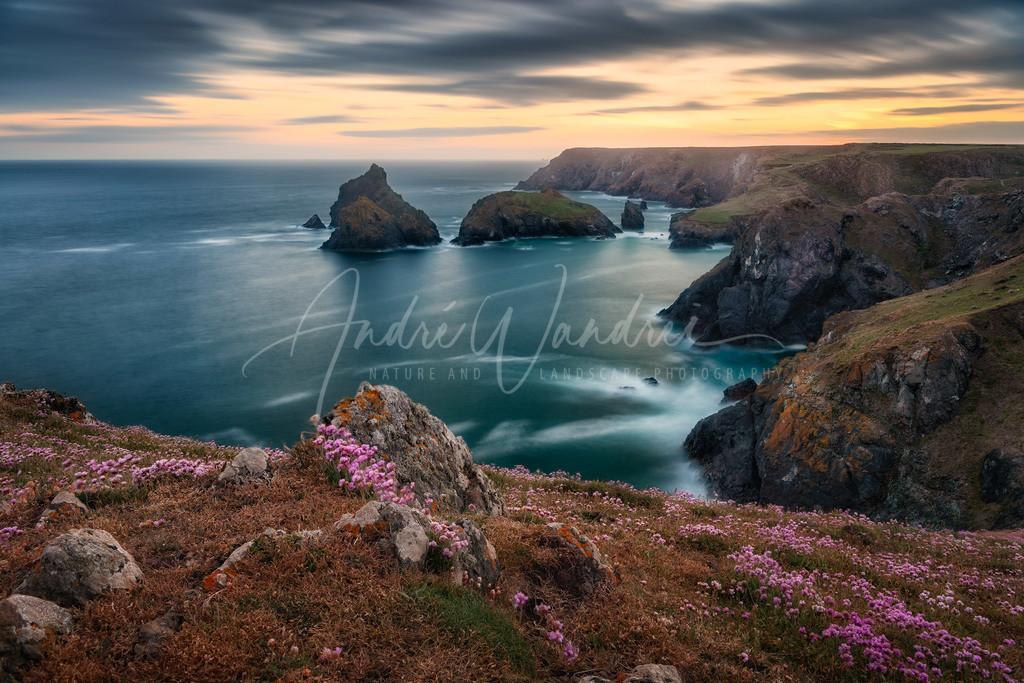 Cornwalls Küste am Abend