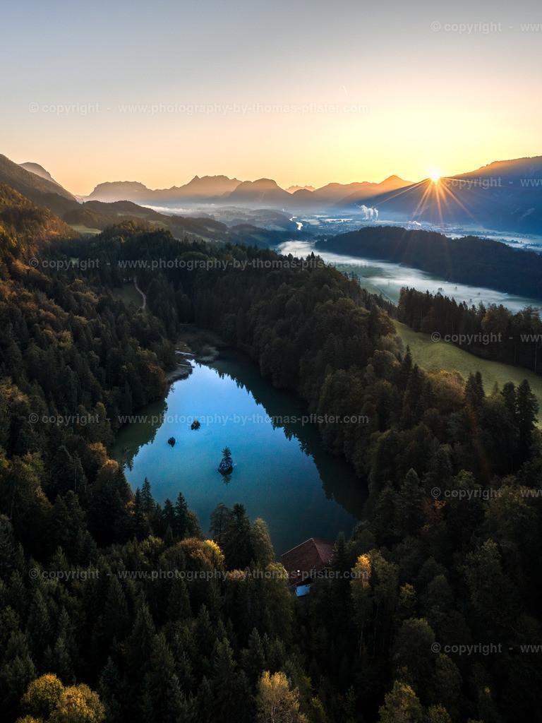 Sonnenaufgang Berglsteiner See im Herbst-1