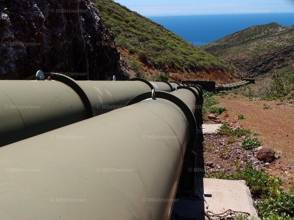 P5075627 | Wasser-Pipeline des Gorona Projekt
