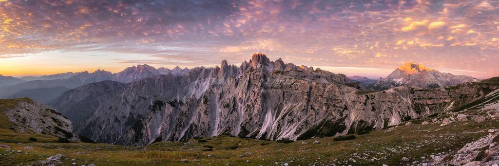 Brennender Himmel im Hochgebirge (Panorama)