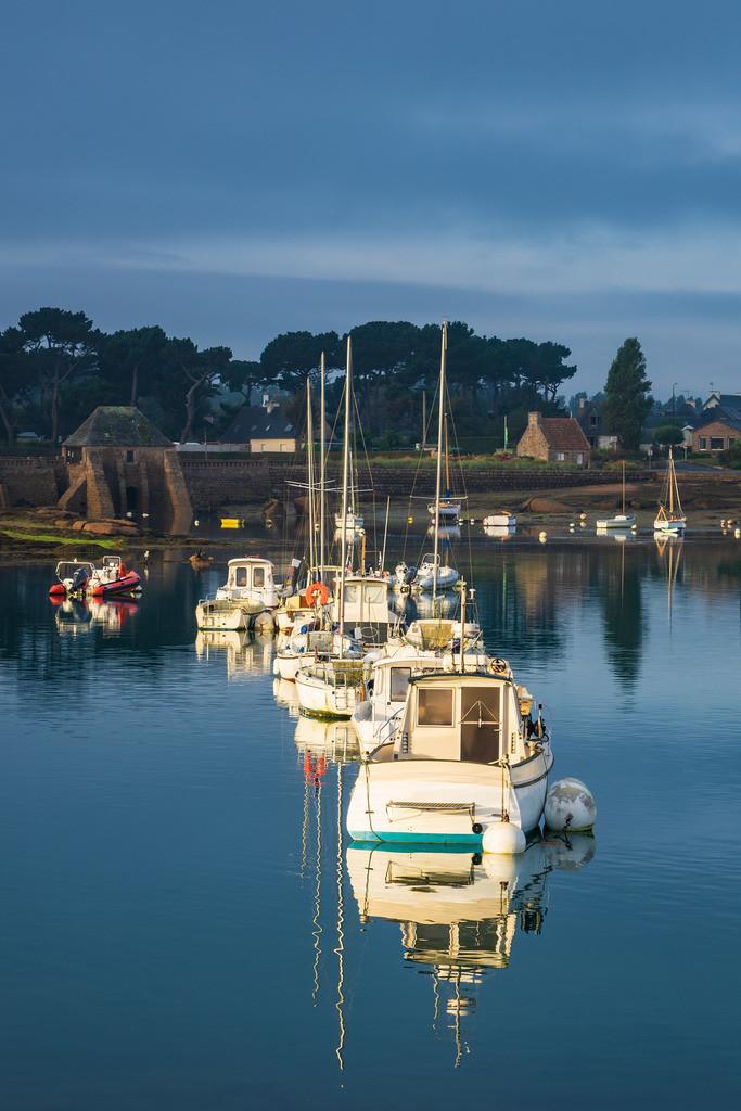 Hafen in der Bretagne in Ploumanach, Frankreich   Hafen in der Bretagne in Ploumanach, Frankreich.