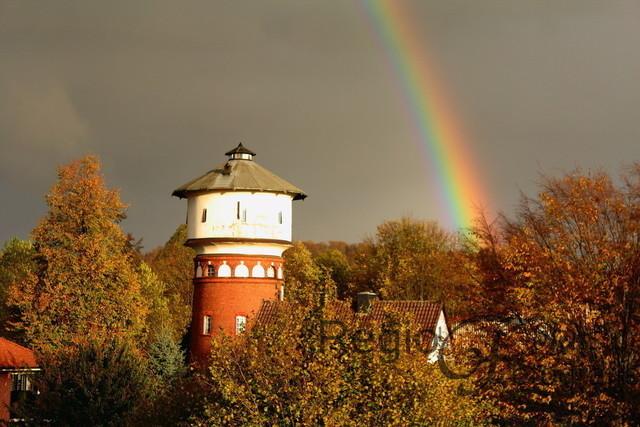 Wasserturm in Östrum | Wasserturm mit Regenbogen in Östrum an einem Regentag