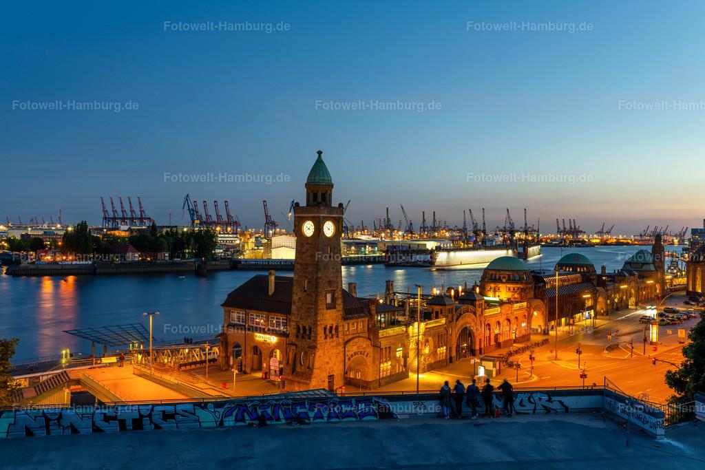 10200515 - Blick auf die Landungsbrücken | Sicherlich einer der schönsten Ausblicke Hamburgs - der abendliche Blick auf die Landungsbrücken und den Hamburger Hafen.