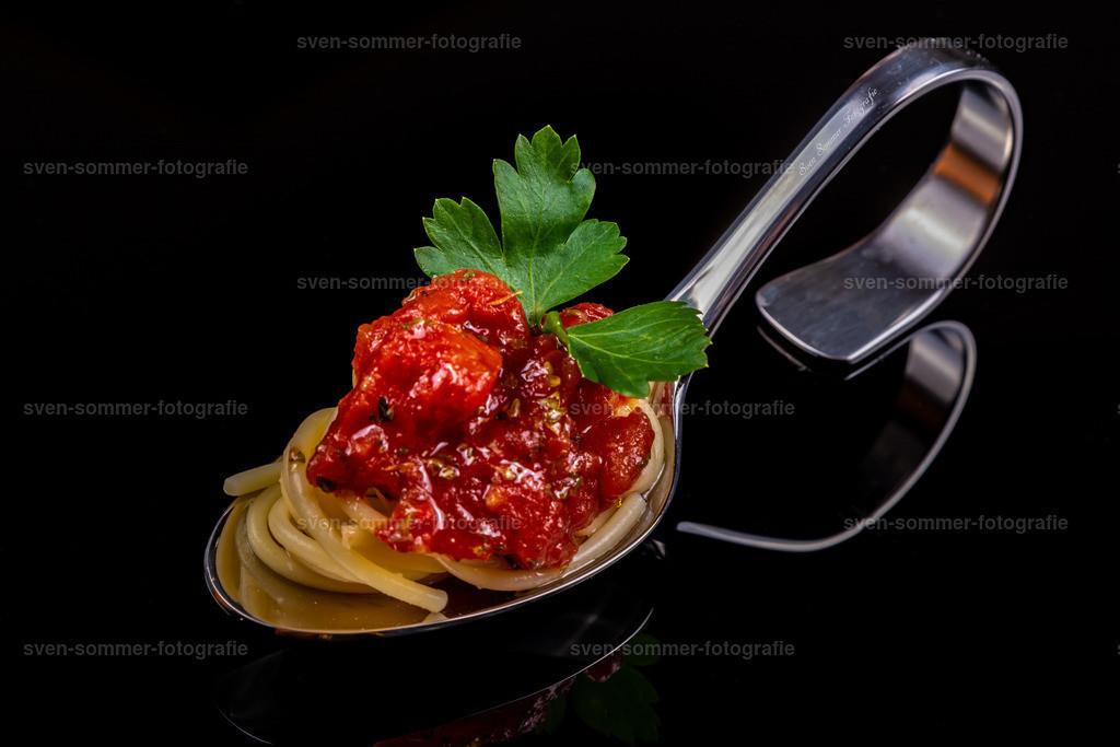 Spagetti mit Tomatenstücke