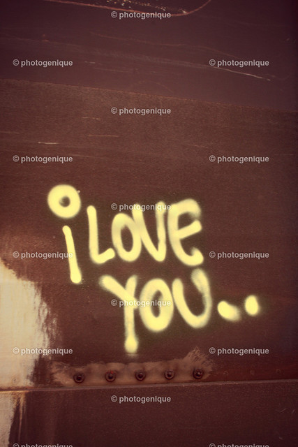 Grafitti I love you | gelbes Grafitti I love you auf Rost