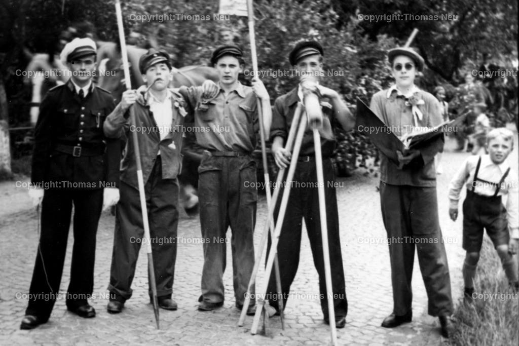Kerwe_2 | Kerwe in Elmshausen im Jahre 1948 aus dem Familienalbum der Familie Jöckel  Friedrich Jöckel (links)  Repro: Neu Bild: neu