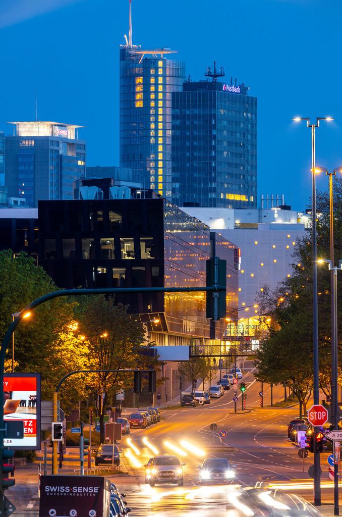 JT-190417-136 | Essen, Innenstadt, Segerothstrasse, RWE Turm, Einkaufszentrum Limbecker Platz, Funke Mediengruppe, Postbank, Evonik,