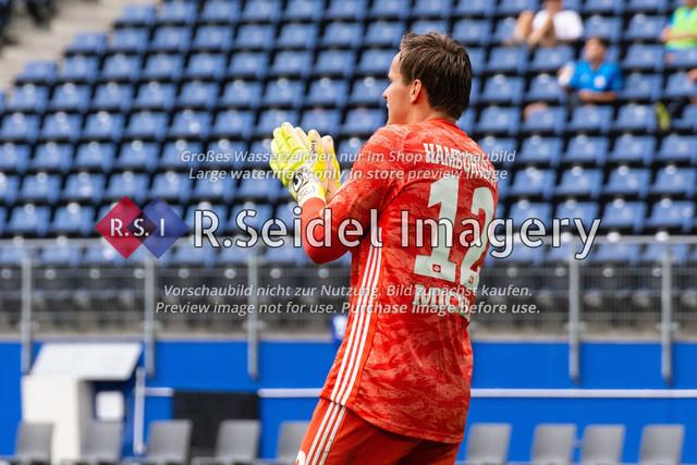 1:0 Treffer kurz vor Schluss von Stephan Ambrosius (#35 HSV) | Tom Mickel (#12 HSV Torwart) applaudiert zum 1:0 Treffer kurz vor Schluss von Stephan Ambrosius (#35 HSV)
