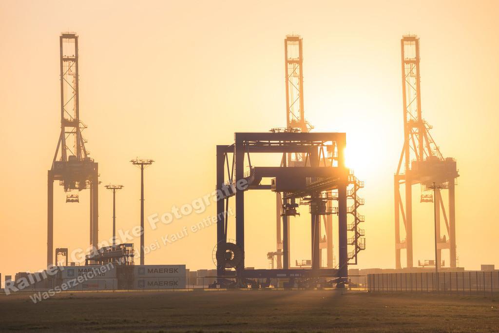 160910-13-Wilhelmshaven Jade Weser Port am Morgen