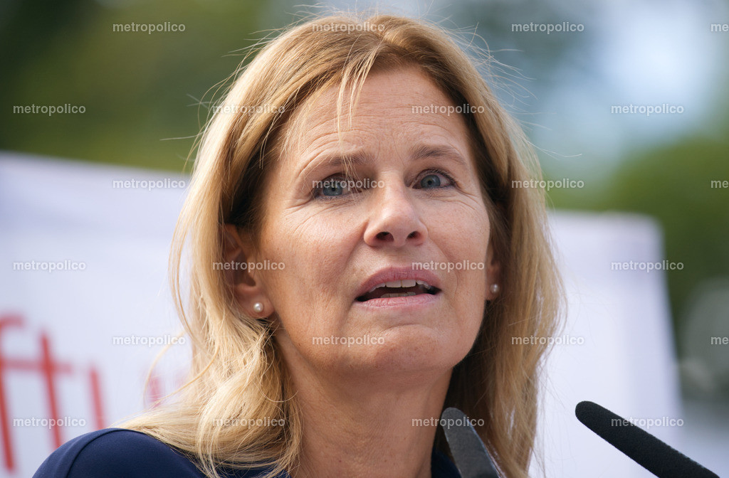 Katrin Müller-Hohenstein (9)
