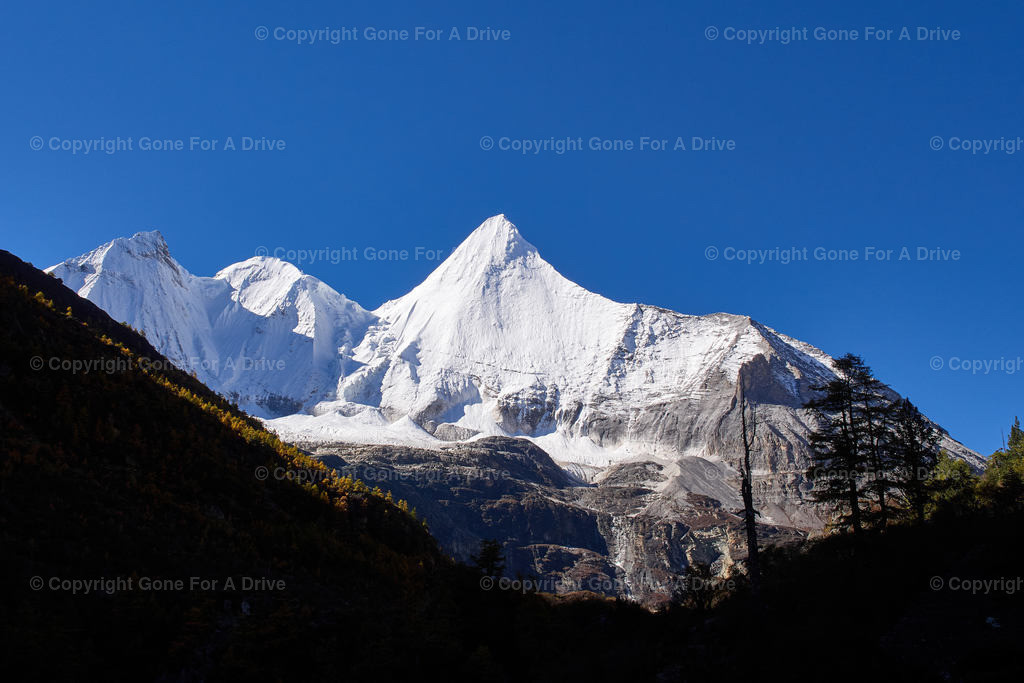 China | Der 5.958 m hohe Mount Jampayang im Yading Nature Reserve in Sichuan
