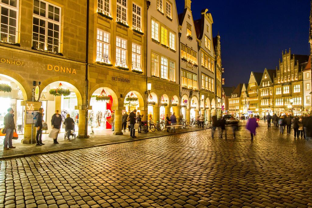 JT-151215-397 | Giebelhäuser am Prinzipalmarkt, zur Weihnachtszeit, beleuchtet, Innenstadt von Münster,