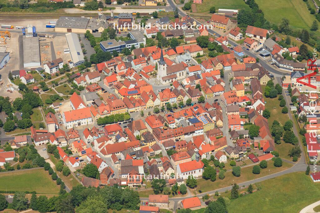 luftaufnahme-schluesselfeld-2015-4722   Luftbild von  Schluesselfeld - Luftaufnahme wurde 2015 von https://frankenair.de mittels Flugzeug (keine Drohne) erstellt - die Geschenkidee