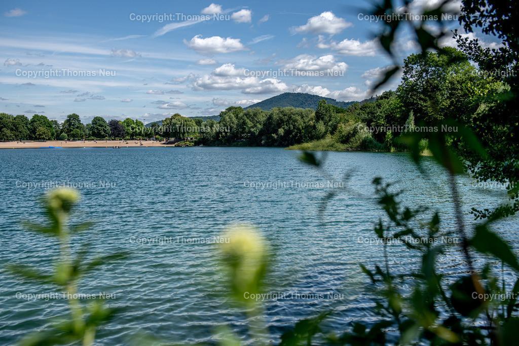 DSC_0729   Badesee, Bensheim, bbe, Blick über den See auf den Melibokus, ,, Bild: Thomas Neu