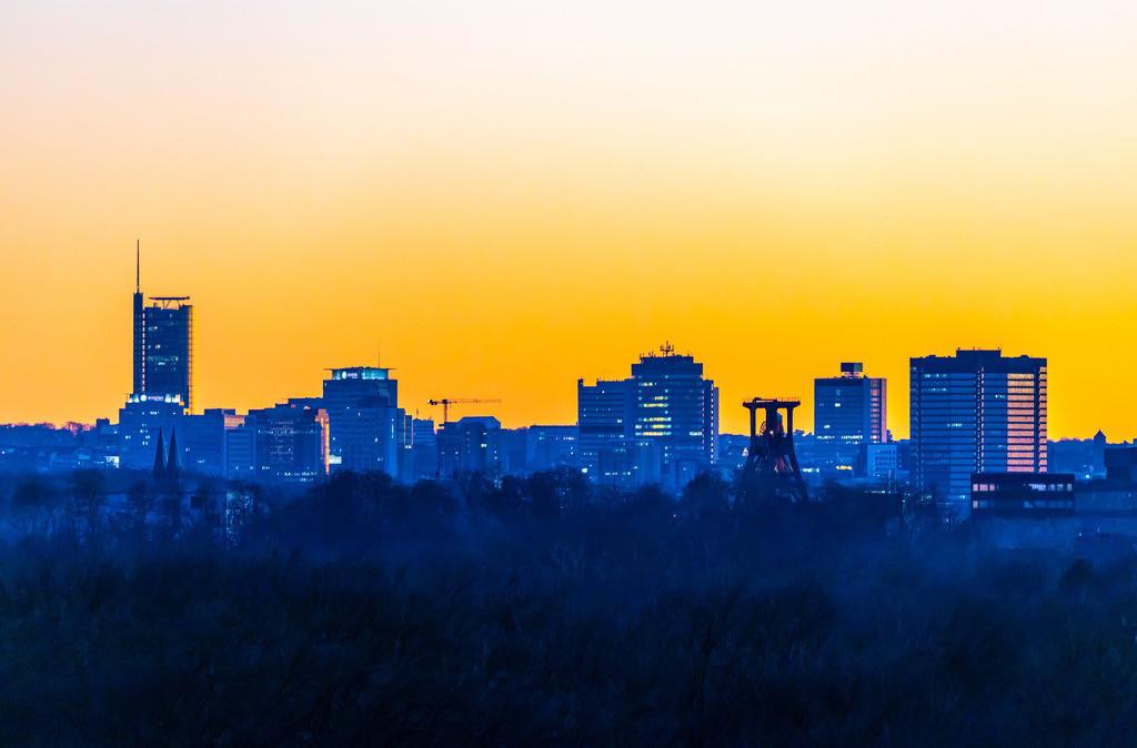 JT-190215-024 | Skyline von Essen, vorne die Zeche Zollverein, Weltkulturerbe, dahinter die Hochhäuser der Innenstadt, mit dem Rathaus, rechts, RWE Tower, links,
