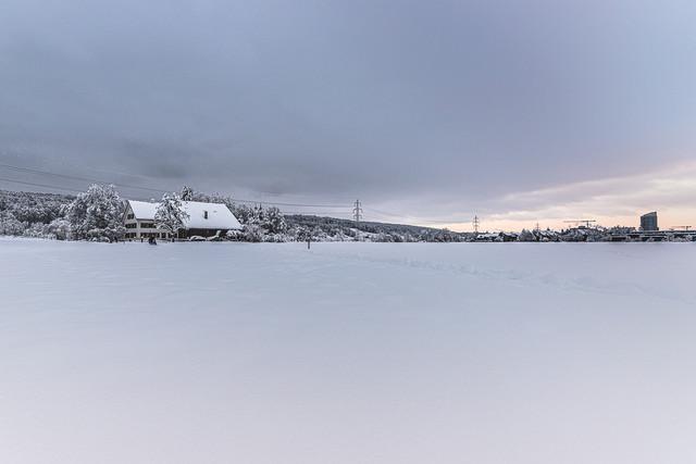 Winterfeeling 1   Bauernhaus in der Nähe von Zürich am Ende eines winterlichen Tages