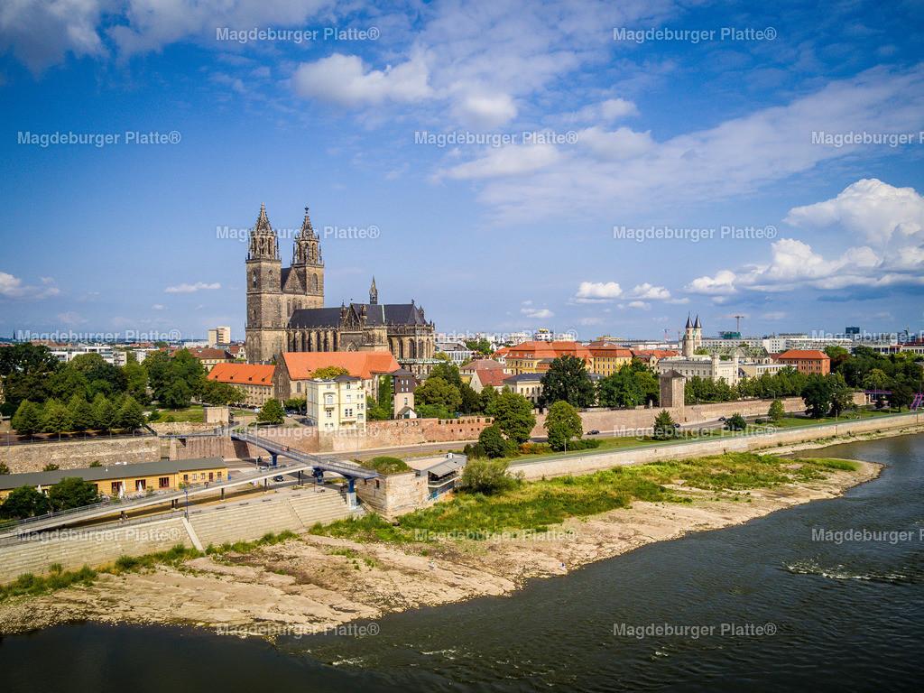 Domfelsen bei Niedrigwasser-0056 | Luftbilder aus der Vogelperspektive von MAGDEBURG ... mit Drohne oder von oben fotografiert für die Bilddatenbank der Luftbildfotografie von Sachsen - Anhalt.