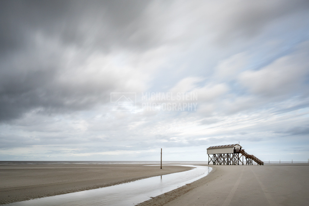 Deutschland - Pfahlbau am Strand | Pfahlbau im Sturm am Strand von St. Peter-Ording