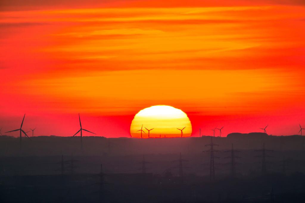 JT-160216-006   Windenergieanlagen, Windkraftwerke, Ruhrgebiet, Niederrhein, Sonnenuntergang,