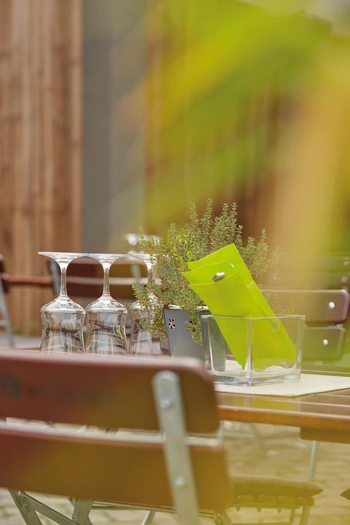terrasse-detail-01-hplus-hotel-aalen
