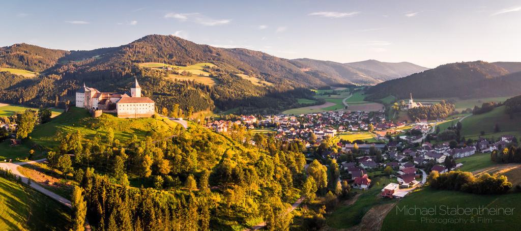 Schloss Strassburg | Schloss Strasburg und die Ortschaft Strassburg bei St. Veit