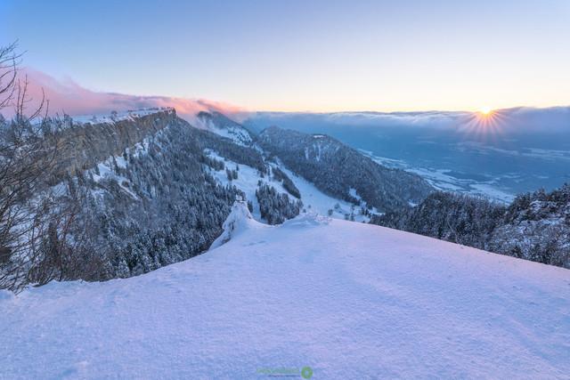 Winter-Sonnenaufgang  | Sonnenaufgang in felsigen Winterlandschaft