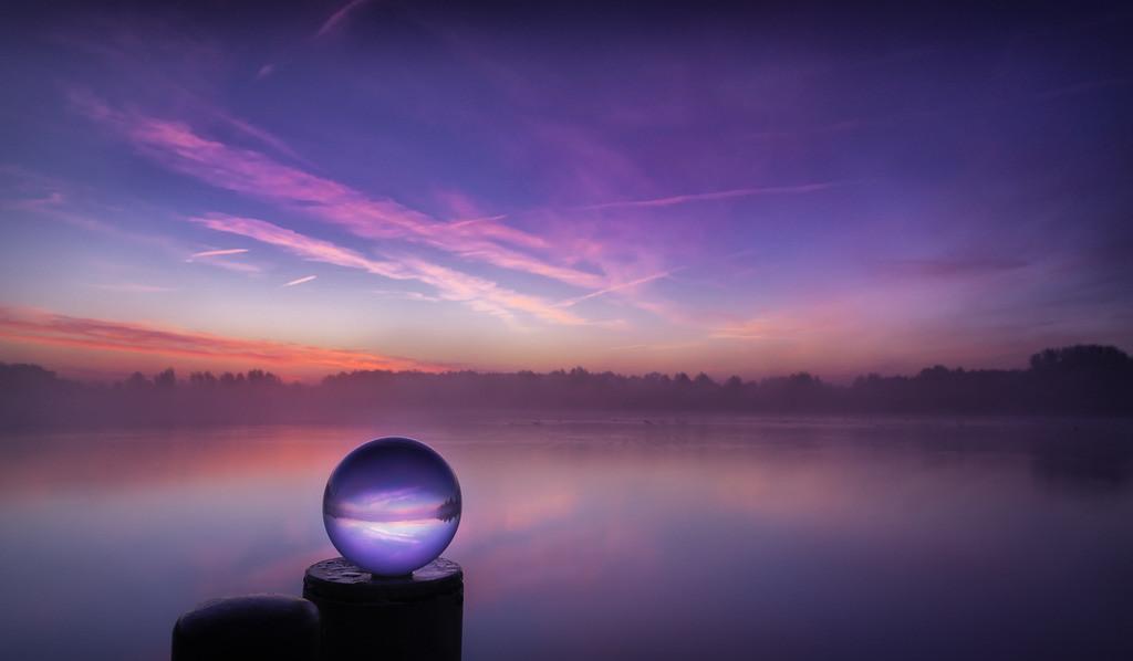 Glaskugel am See