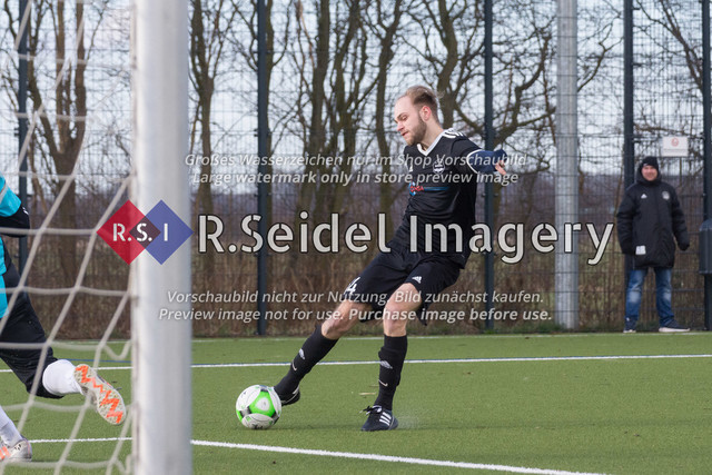 Fußball, Herren, Kreisliga 3, ETSV Hamburg II - SC Vier- und Marschlande III., Mittlerer Landweg, 01.03.2020 | Leif Erik Obrembalska (#14, ETSV)