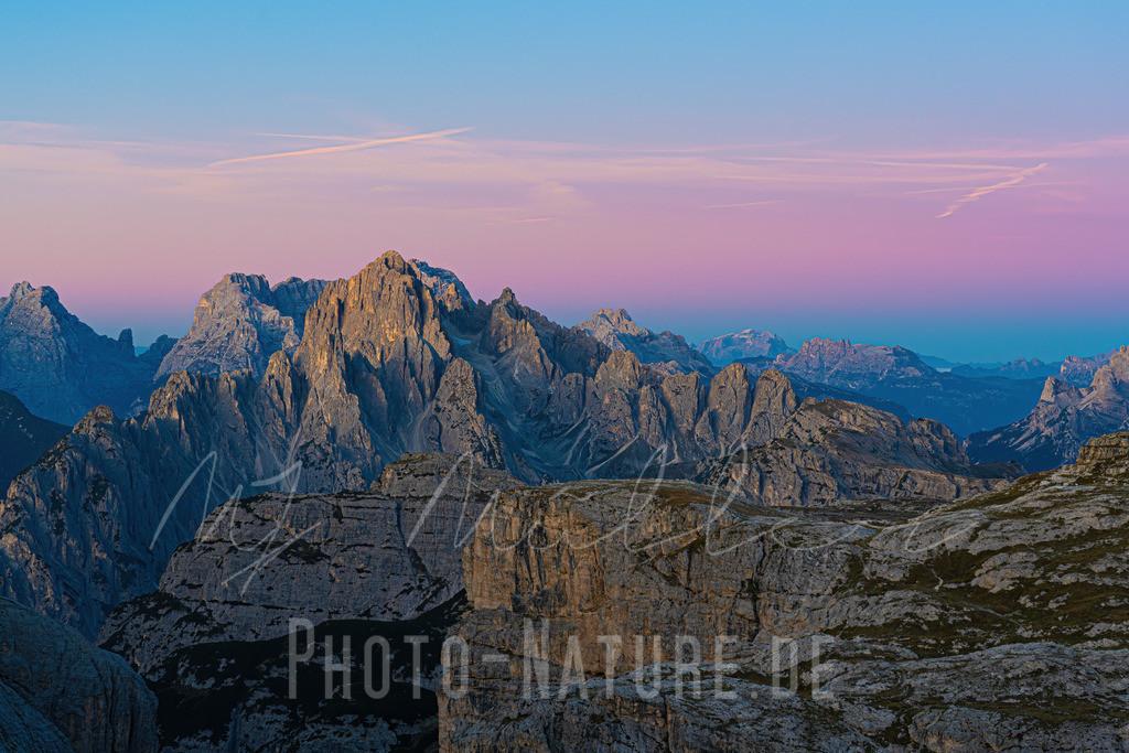 Was für einer wunderschöner Morgen in den Dolomiten.   Ein phänomenales Farbspiel zum Sonnenaufgang in den Sextener Dolomiten.