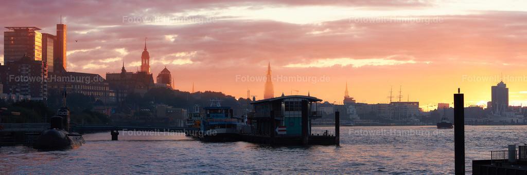 11586180 - Hamburg erwacht | Panoramablick Richtung Sonnenaufgang im Hamburger Hafen.