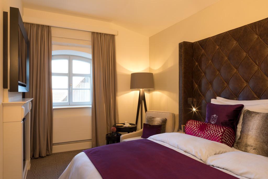 zimmer-komfort-mehrbettzimmer-03-hotel-brunnenhaus-schloss-landau
