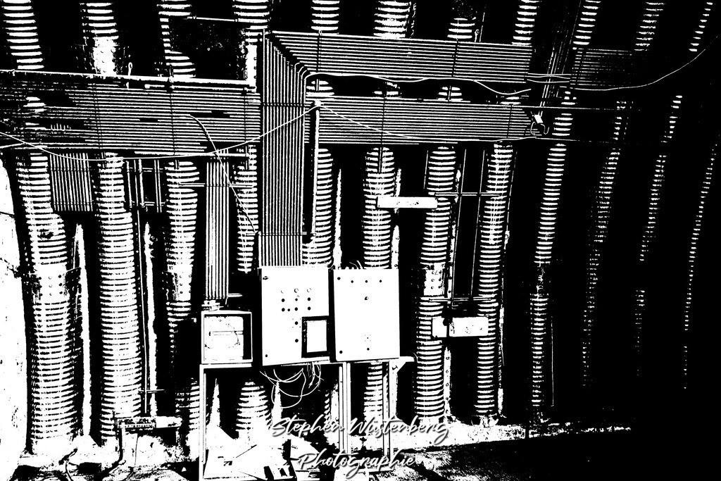 DSC00658_LostPlaces_SembachInsideShelter_2   Verfremdete Schwarzweiss-Aufnahmen eines Flugzeugbunkers (Shelter) auf dem Gelände des ehemaligen Militärflugplatzes Sembach Air Base. Bearbeitet wurden die Bilder mit GIMP.